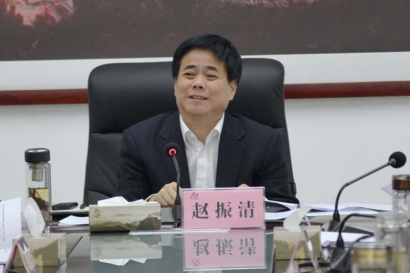 市政协副主席、县委书记赵振清主持会议.jpg